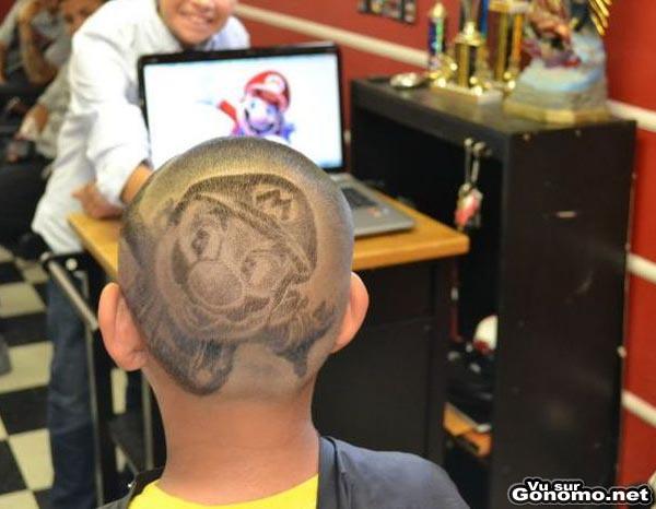 Mario haircut : Mario immortalise pour quelques semaines sur le crane d un de ses jeunes fans