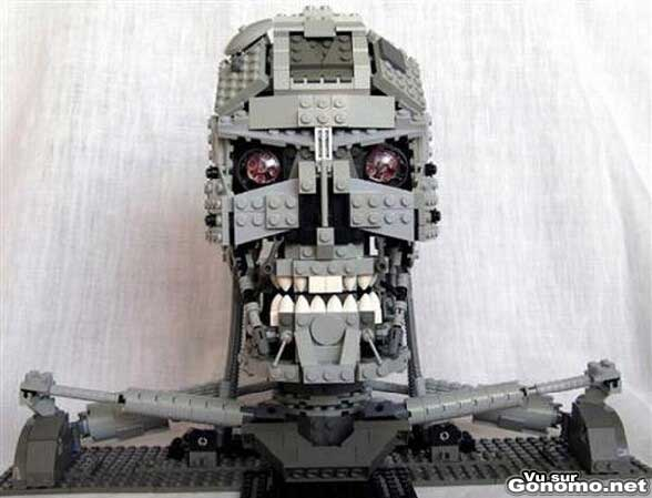 Terminator lego : une replique tres reussie de Terminator fabriquee avec des Legos