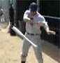 Il se la regale avec sa bate de baseball !