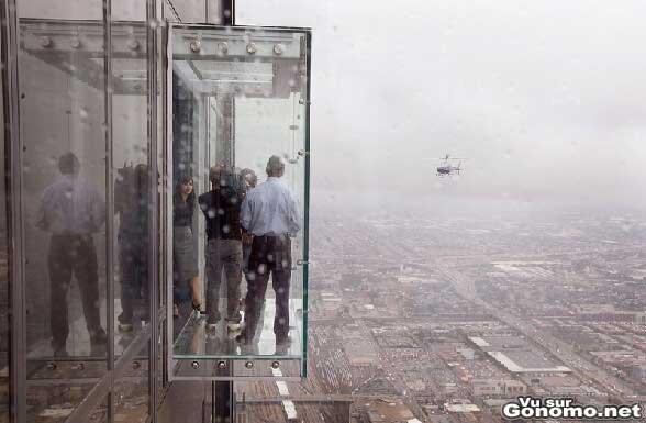 L avance de verre sur la tour Sears de Chicago