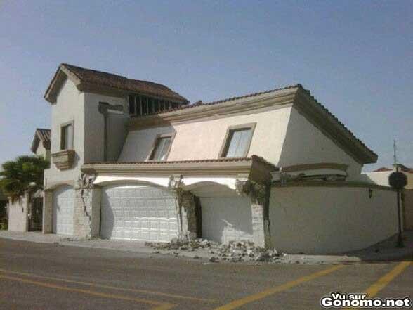 Le proprietaire de cette maison va pouvoir sortir du premier etage par la porte du garage :p