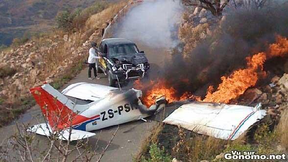Un avion se crash sur une voiture. Pas de bol !