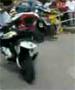Rally moto : il oublie de tourner et va s encastrer dans les spectateurs