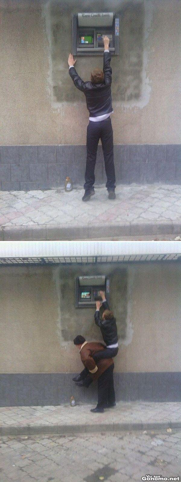 Sacrement peu pratique ce distributeur automatique place a deux metres de hauteur ! :(