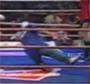 Un coach tombe comme une merde sur le ring ! :p