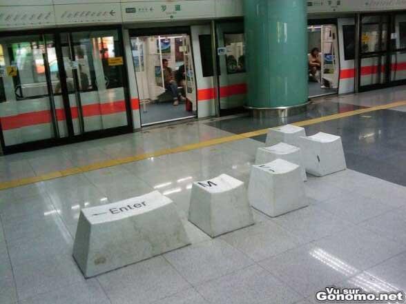 Arret de metro pour geek