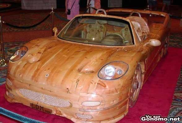 une voiture en bois qui doit pas avancer un caramel wood car. Black Bedroom Furniture Sets. Home Design Ideas