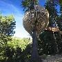 Restaurant dans les arbres : une cabane dans les arbres aux formes etranges abrite un restaurant