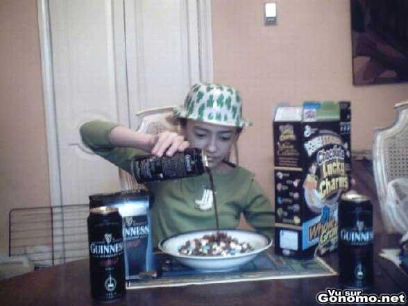 Il prend son petit dejeuner a la Guinness :p