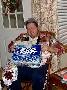 Ce pack de biere en guise de cadeau et ca a l air de lui faire plaisir