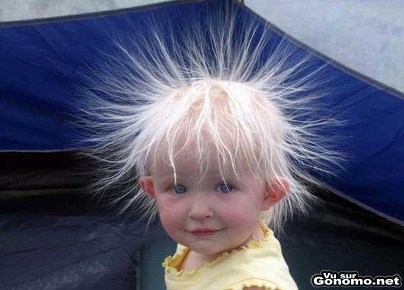 Une coupe de cheveux petard trop style grace a electricite statique !