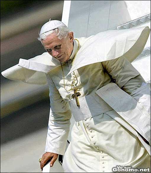 Certaines photos du nouveau pape font un peu peur quand meme ...