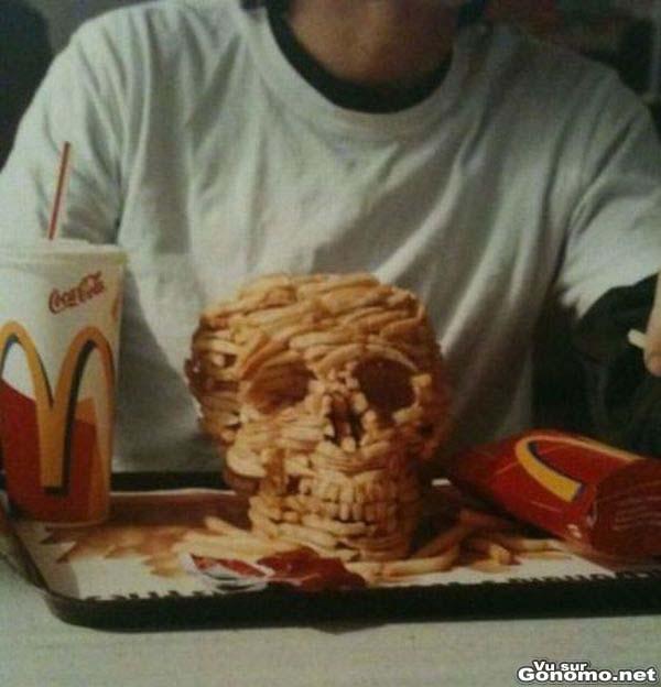 Un crane humain avec les frites du Mac Do. Faut il voir un message la dedans ?