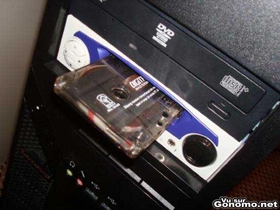 un lecteur de cassette audio dans une tour de pc un. Black Bedroom Furniture Sets. Home Design Ideas