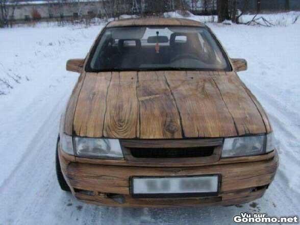 Peinture imitation bois pour cette voiture qui lui donne un style tres
