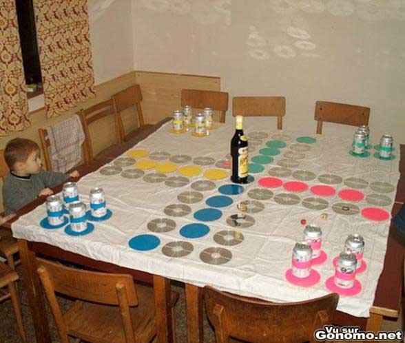 Un jeu des pti chevaux avec des cd, des canettes et des bouteilles ?!