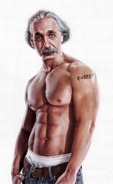 Albert Einstein en mode beau gosse avec la theorie de la relativite tatouee sur le bras