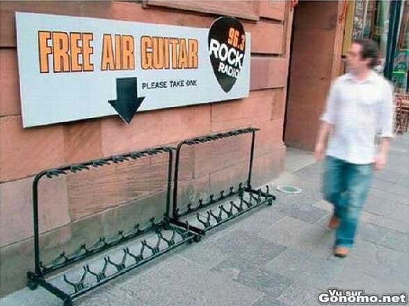 Free air guitar : air guitares proposees en libre service par une radio