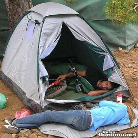 Un mec bien macho offre un week end en amoureux au camping ... a son velo ! :p