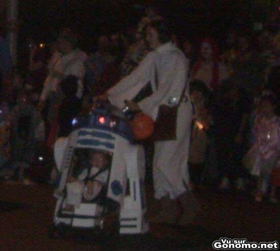 Une poussette R2D2 pour la fete d Halloween