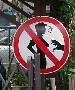 Ou est place ce panneau qui interdit de toucher les seins des filles ?? :(