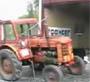 Ils font un boeuf avec un tracteur lol