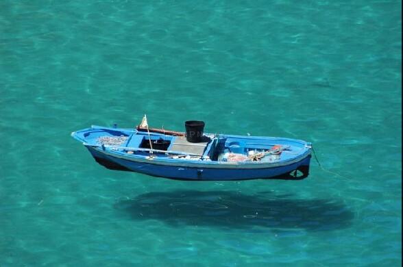 Une mer tellement transparente qu on dirait que cette for Dans un petit bateau