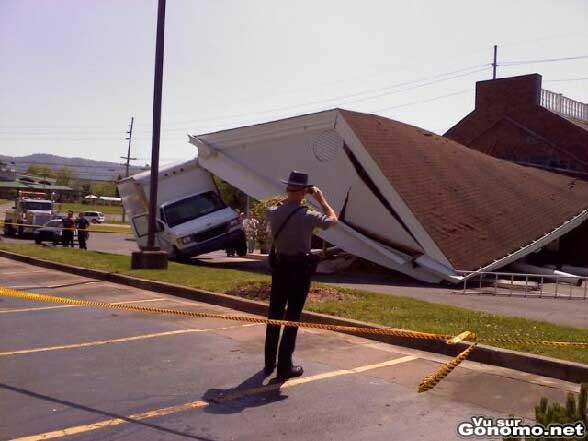 Pas de chance pour ce conducteur qui passait la au mauvais endroit au mauvais moment