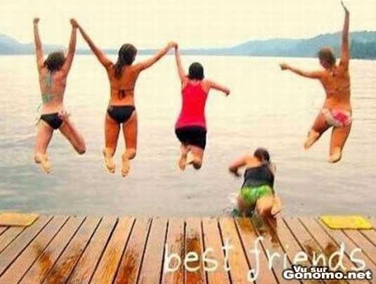 Photo souvenir ratee : une photo qui restera gravee dans la memoire de ces cinq copines :)