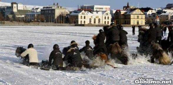 C etait pas tres malin de faire du cheval sur un lac gele