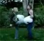 Elle explose les burnes de son copain ! Fallait pas l enerver ... :p