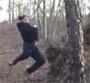 Il s explose les burnes dans un arbre en faisant de la tyrolienne !