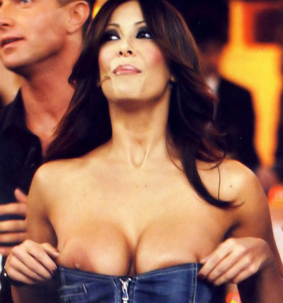 Les seins de la presentatrice la plus sexy de la tv italienne, Sara Varone !