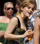 L actrice anglaise Emma Watson avec un corset au decollete plongeant fort sympathique :p