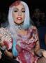 Lady Gaga et sa robe en viande crue a la ceremonie des Mtv Awards ou elle a rafle 8 recompenses