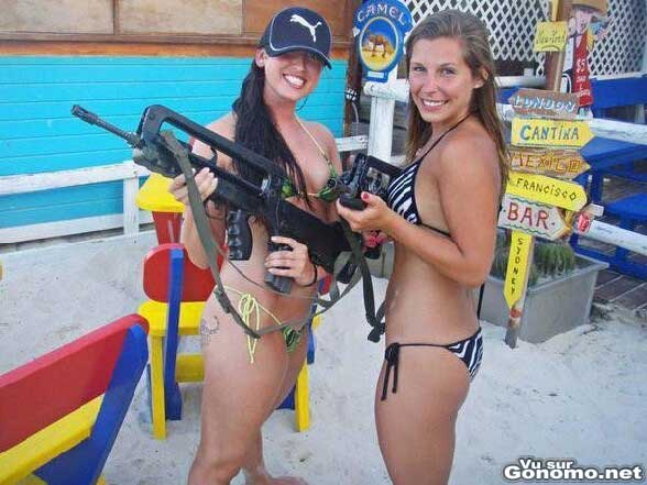 Filles sexy avec des fusils