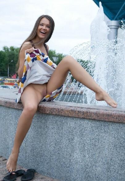 Une fille sans complexes et surtout sans culotte :p