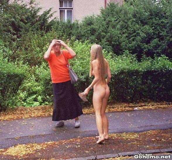 Butt nu dans la rue