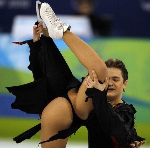 Un tres beau porte et un tres beau string noir pour cette patineuse aux JO de Vancouver