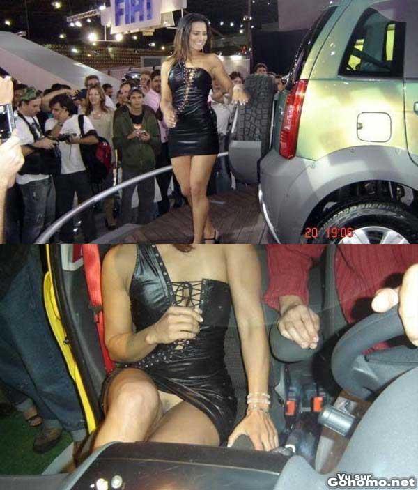 Une hotesse du salon de l auto sans culotte