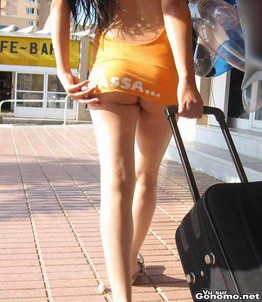 Sexy back : un peu courte la jupe mais ca ne va pas nous deplaire :p