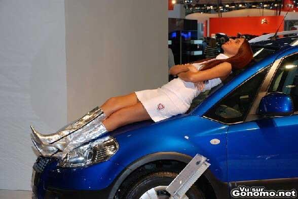 Petite sieste pour cette hotesse du salon de l auto