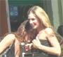 Deux lesbiennes se tripotent a une terrasse de cafe. C est chaud !