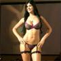 Mariana Davalos en plein defile pour la marque de lingerie Besame :p