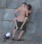 Couple baise en public : ils s envoient en l air tranquillement a cote des touristes ...