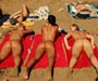 Nu integral a la plage pour 4 copines tres bien roulees. Vivement le retour de l ete ! ;)