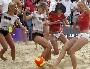 Beach soccer avec des femmes nues ... enfin presque ! :p