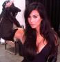 Kim Kardashian hot toute en noir avec un superbe decollete se prend pour Catwoman ?