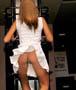 Oops, le joli string blanc sous la jupe d une danseuse en pleine action !