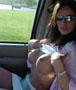 Passagere nue : difficile de se concentrer sur la route quand sa passagere exhibe ses seins a cote